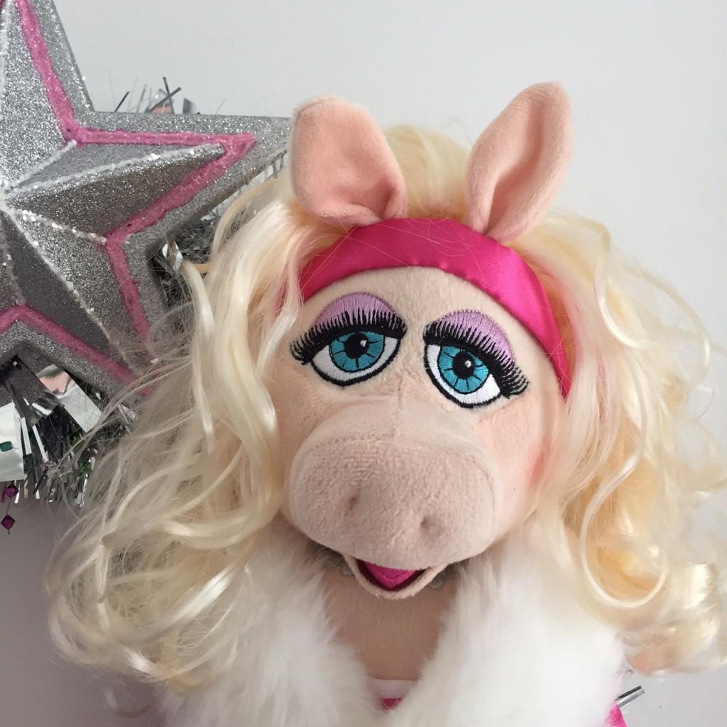 miss piggy wreath sparkle day design
